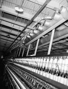 Air-conditioning unit over cotton yarn spinning frame. 1938