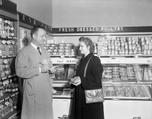 Piggly Wiggly Store Selling and Displays, 1949. [N_53_15_6340]